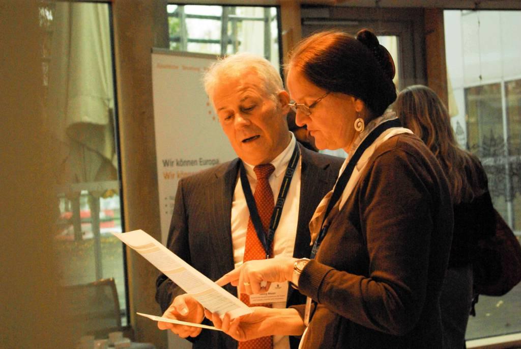 Herr Georg Moser im Gespräch mit Frau Birgit Kuhley von der EU-Fundraising Association